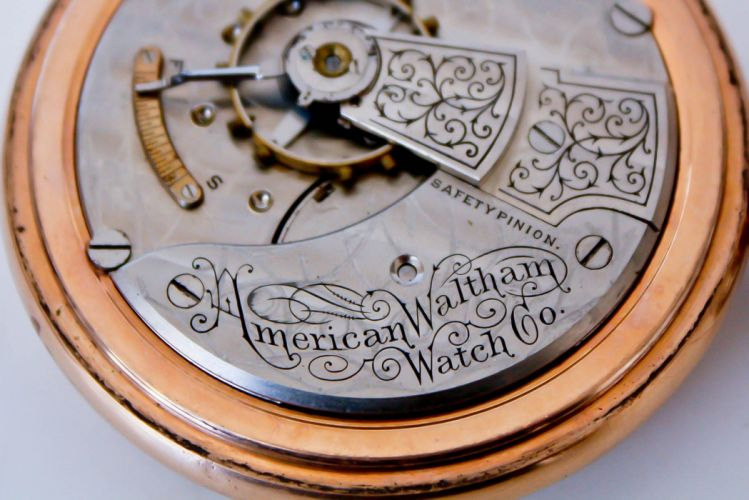 pocket watch time clock bokeh wallpaper