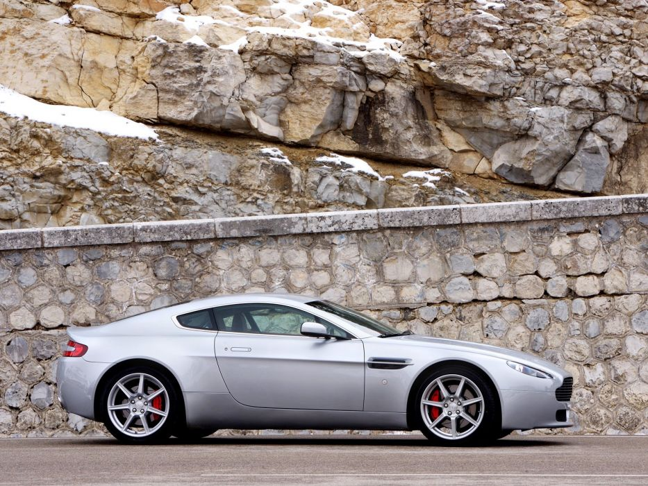 Aston Martin V8 Vantage 2007 wallpaper