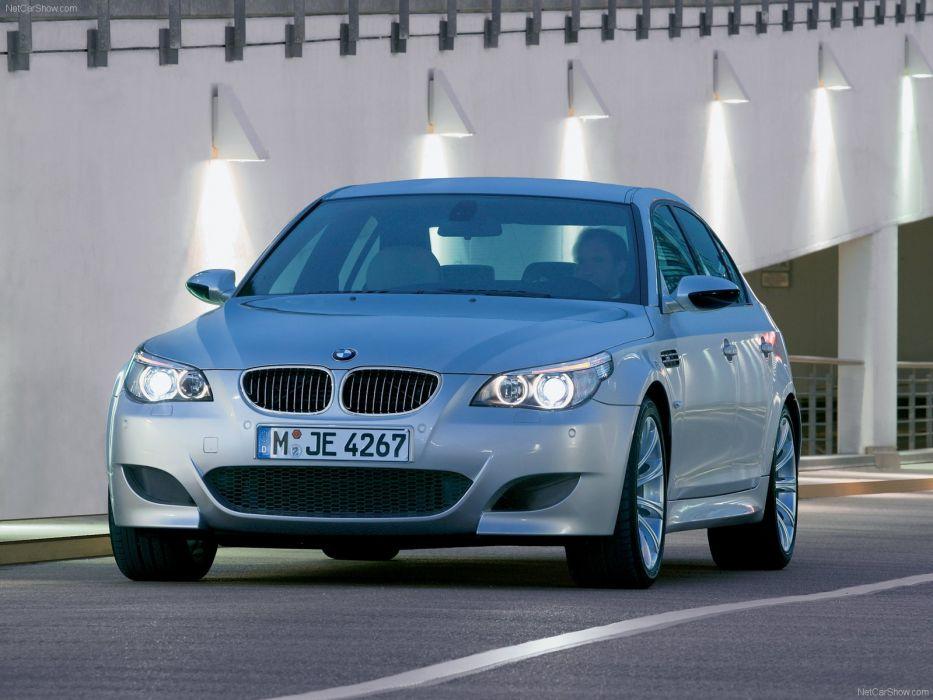 2005BMW M5 sedan wallpaper