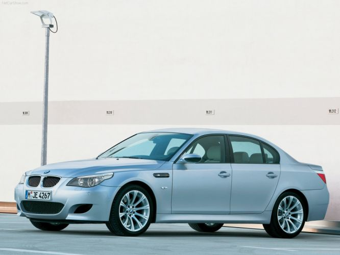 2005BMW M5 sedan wallpaper