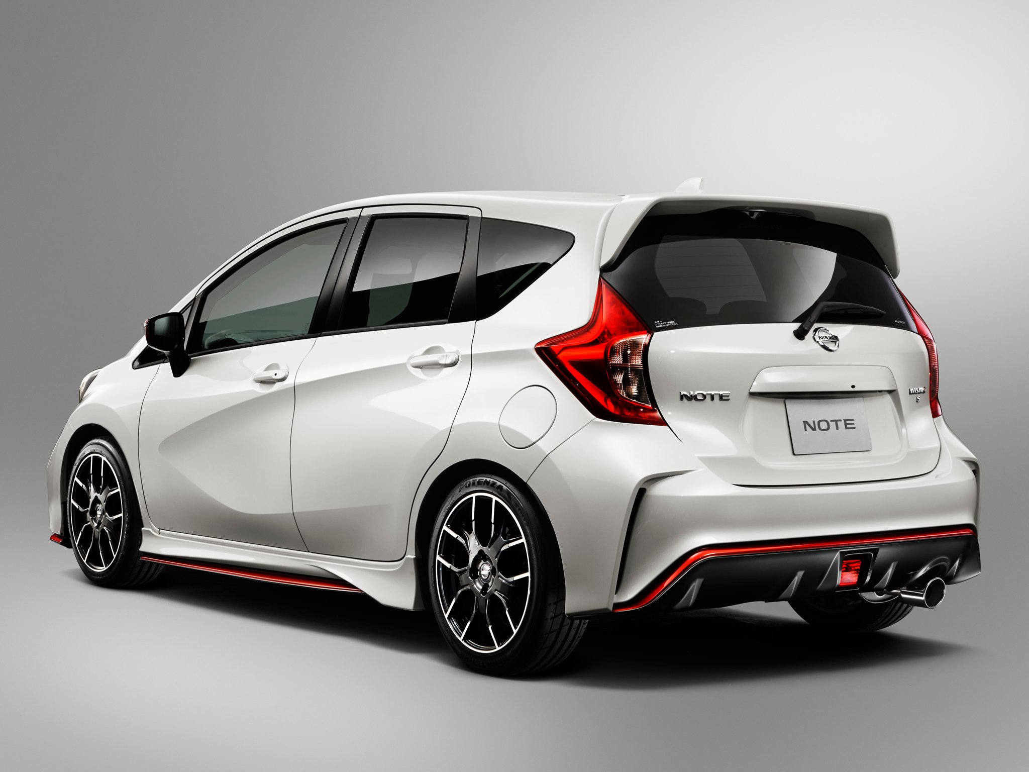 photos nissan coupe photo reviews price features versa hatchback s note