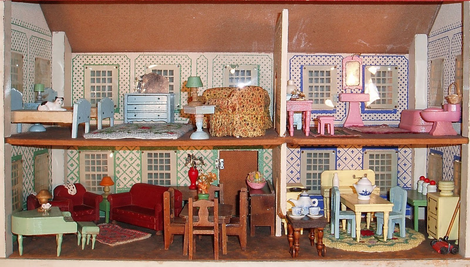 Doll-house doll house toy family bokeh houses dolls toys ...