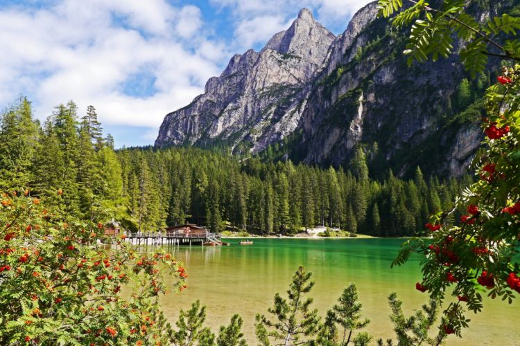 lake mountain forest landscape braies italy wallpaper