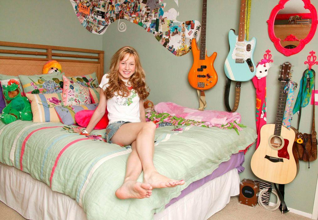 guitar bathroom girl Brie Larson wallpaper