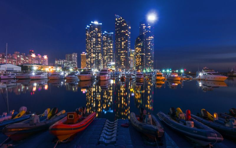 city building reflection boat wallpaper