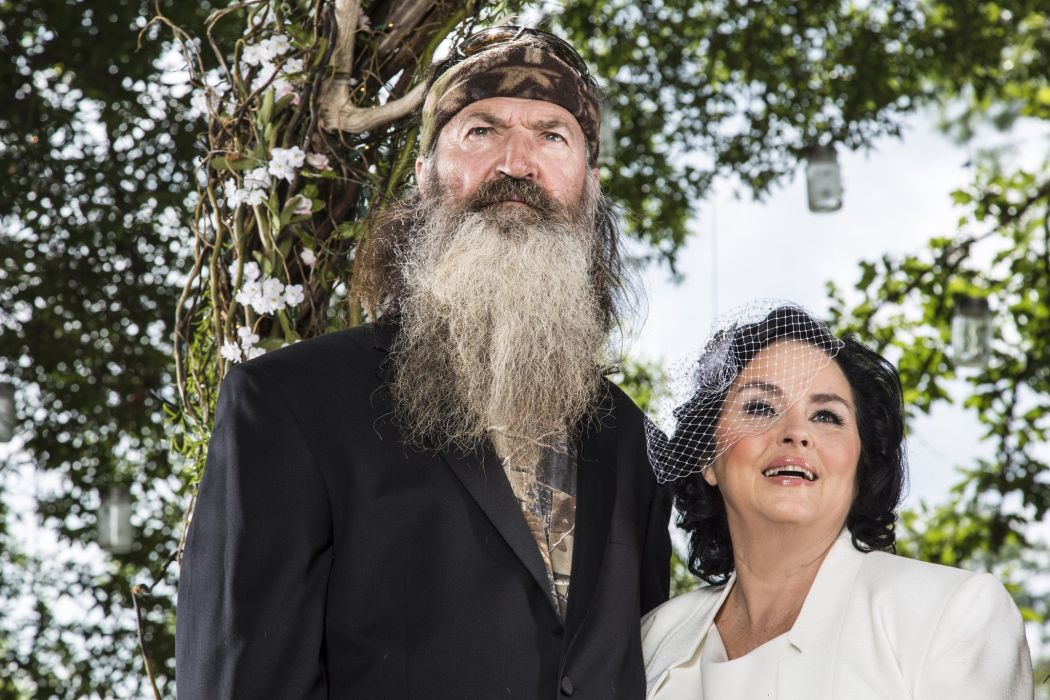 DUCK DYNASTY reality series hunting comedy wedding bride wallpaper