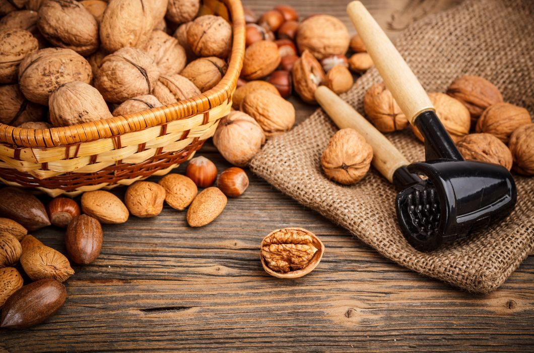 almonds hazelnuts walnuts muts wallpaper