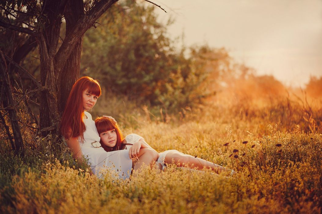 family mother daughter nature summer mood redhead wallpaper