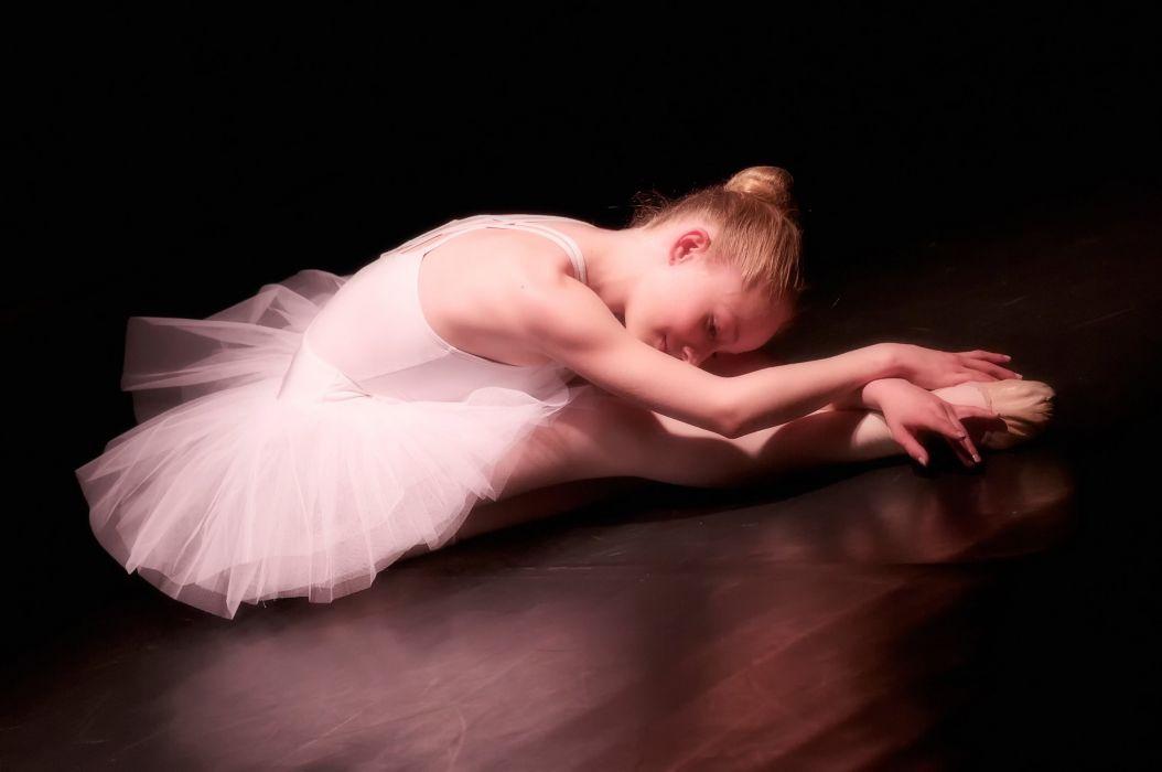 girl ballerina pointe dance mood child wallpaper