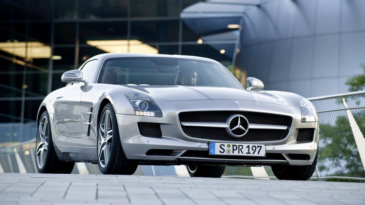 Mercedes Benz SLS wallpaper