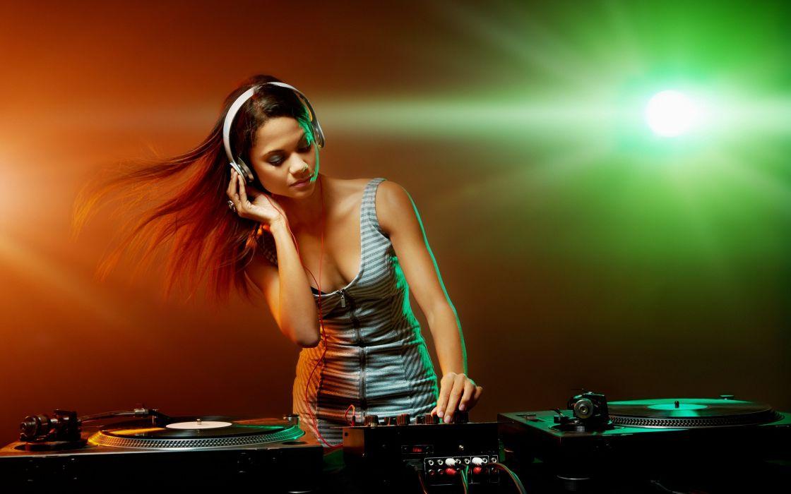 club music girl D-J shape baths posture headphones electro wallpaper