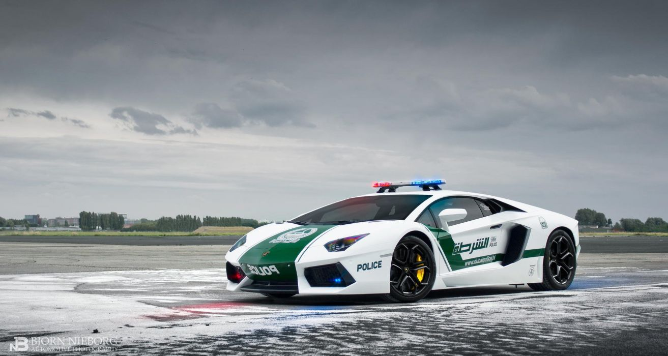 Lamborghini Aventador LP700-4 Dubai Police Car supercar emergency wallpaper