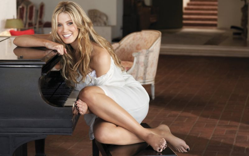 Piano blonde sweet girl woman legs smile wallpaper