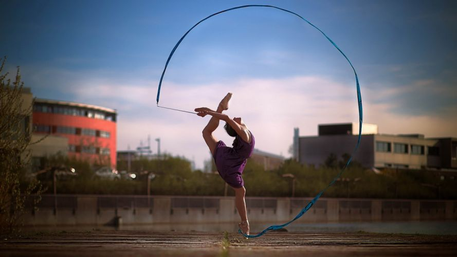 Rhythmic gymnastics grl dress pose elastic wallpaper