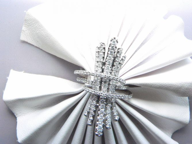Diamonds diamond jewelery bokeh bling abstraction abstract sparkle ring rings wallpaper