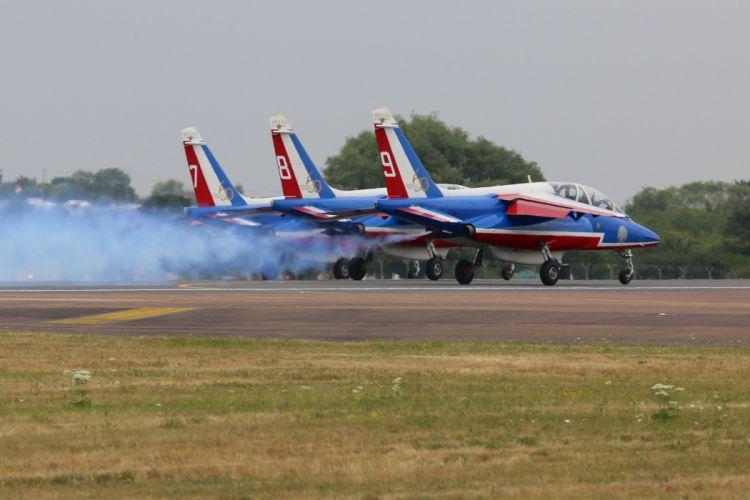 Air aircraft aviation contrails force France patrouille jet alpha acrobatic wallpaper