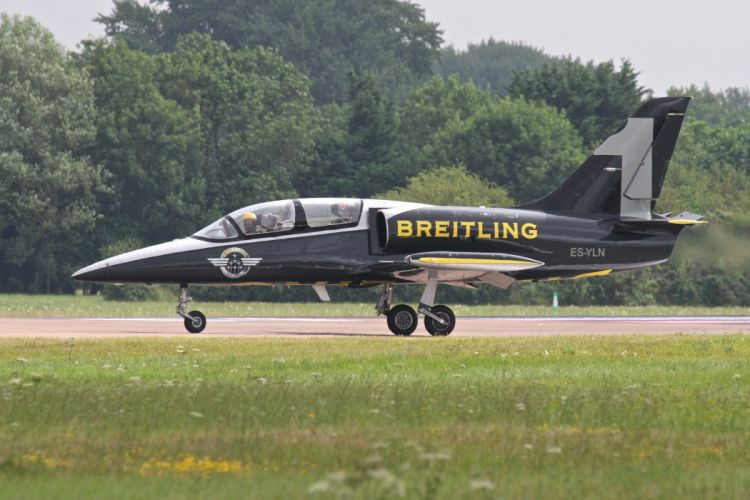 Aero L-39 Albatros Breitling Jet Team acrobatic aircrafts wallpaper