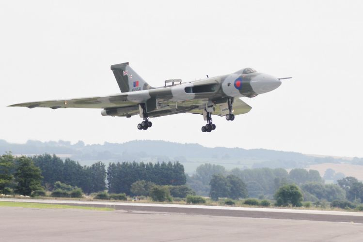 Hawker Siddeley Vulcan B-2 avro Royal Air Force england delta wing strategic bomber wallpaper