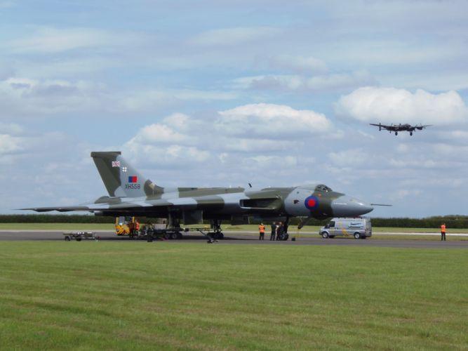 Hawker Siddeley Vulcan B-2 avro Royal Air Force england delta wing strategic bomber wallpaper