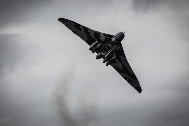 Hawker Siddeley Vulcan B-2 avro Royal Air Force england delta wing strategic bomber aircrafts wallpaper
