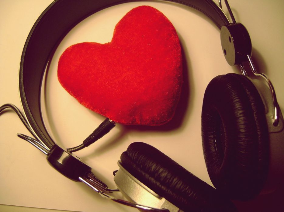love music heart headphones wallpaper