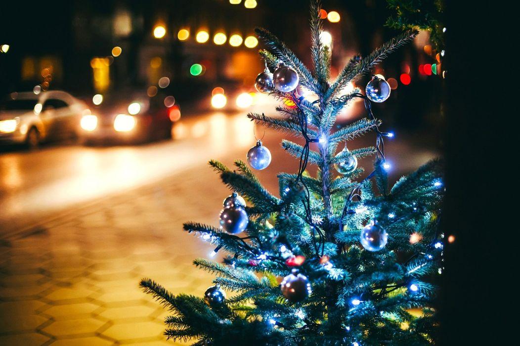 crismas tree light balls street cars new year wallpaper