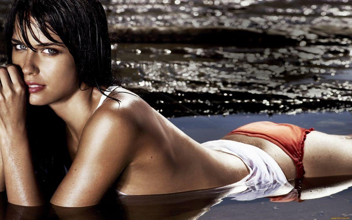 brunette beauty girl lovely model wet sea bikini wallpaper
