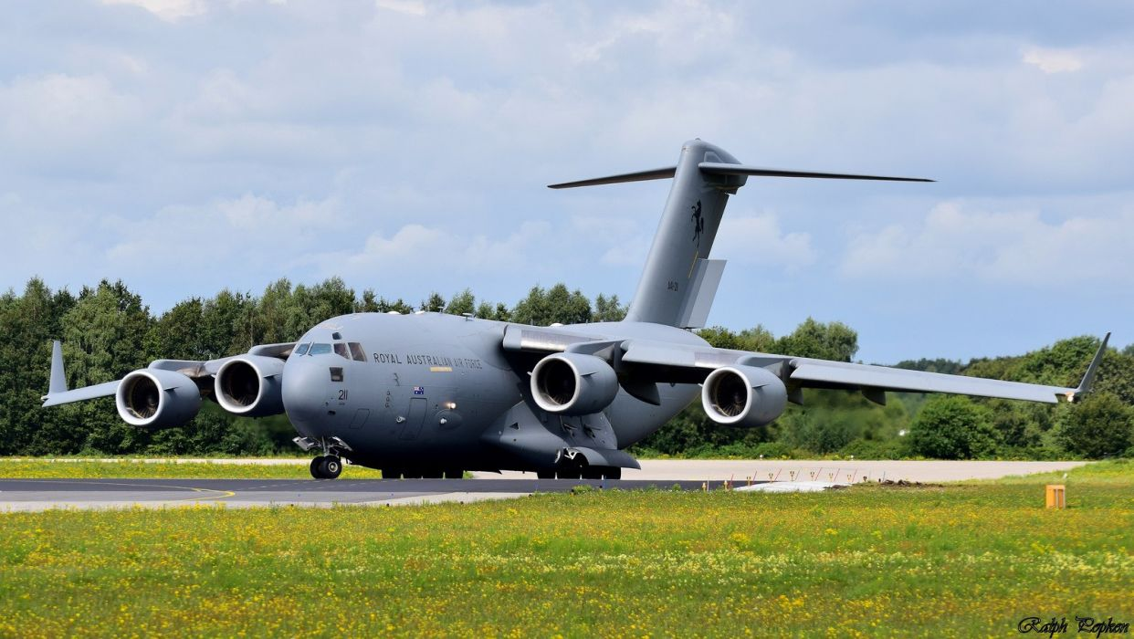 Boeing C17A Globemaster-III airplane jet Military aicrafts us-air-force canada england cargo transport kuwait qatar wallpaper