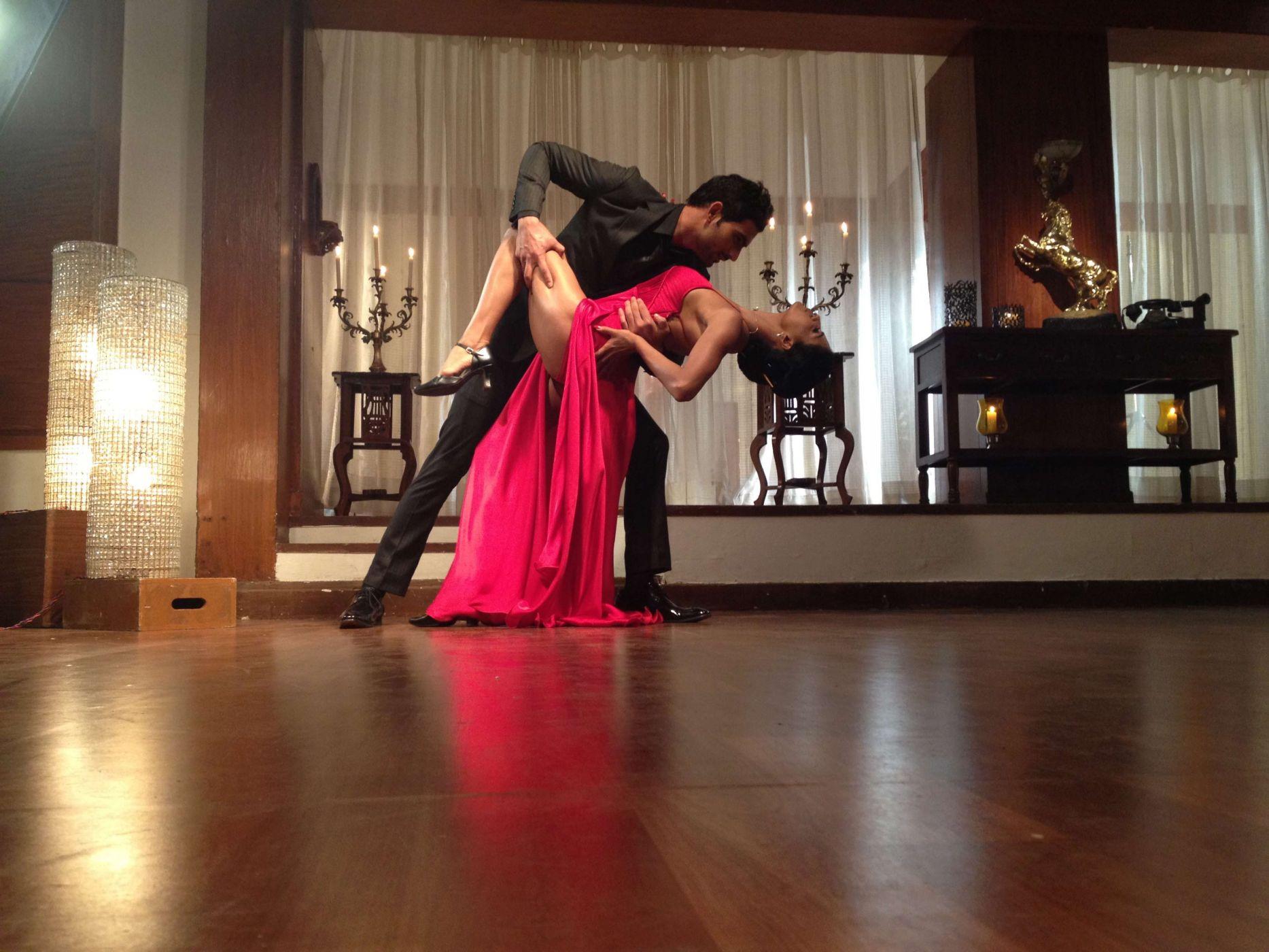Страстный домашний танец видео видео