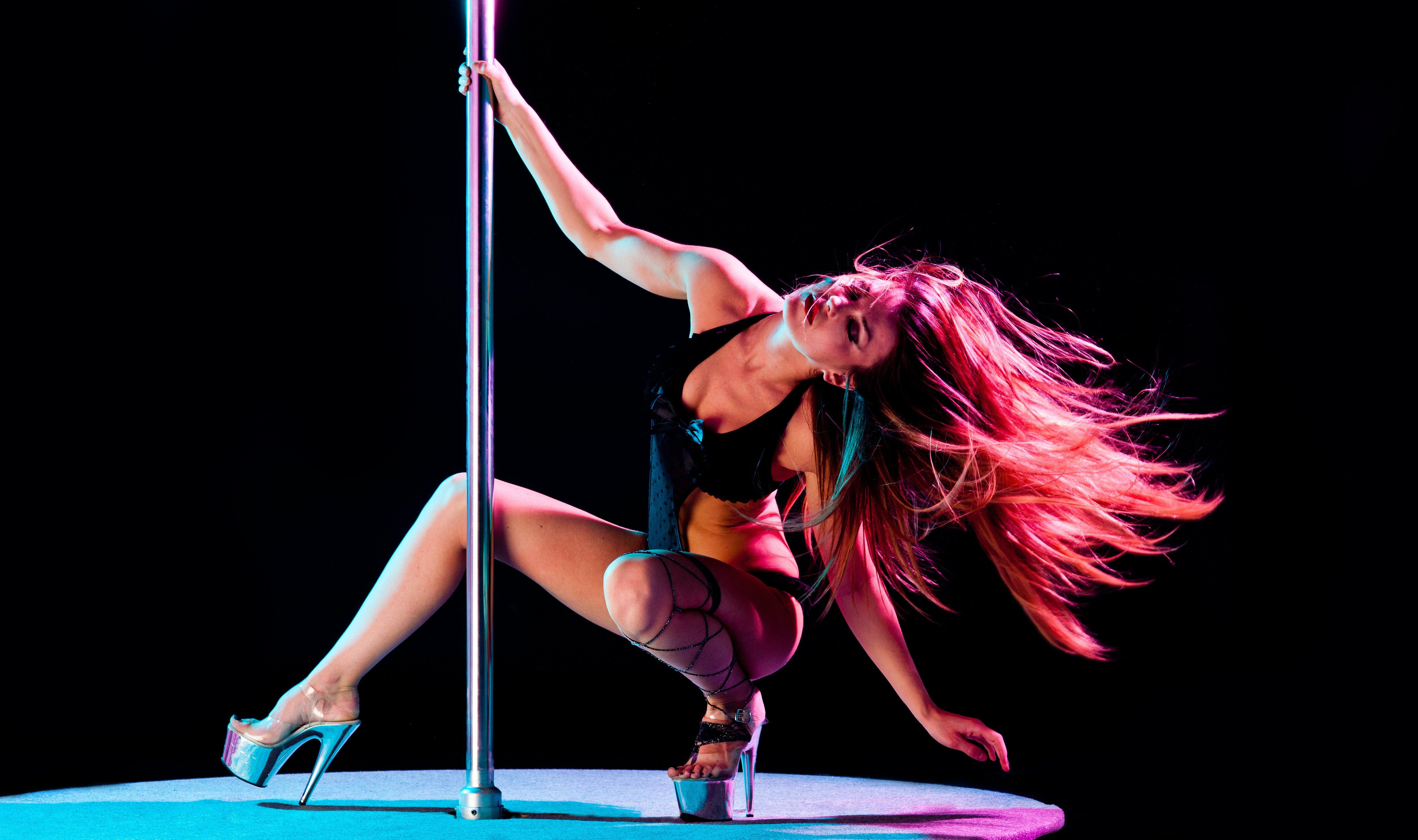 Фото стриптизёрш танцующих 5 фотография