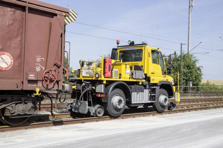 Tracks For Vehicles >> 2014 Mercedes Benz Unimog U 423 Road-Railer railroad semi tractor train tracks construcrion ...