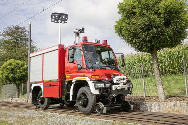 2014 Mercedes Benz Unimog U400 TLF FFV Road-Railer semi tractor railroad train emergency firetruck wallpaper