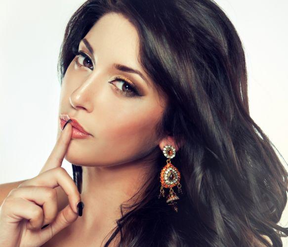 earrings girl hair makeup -#main