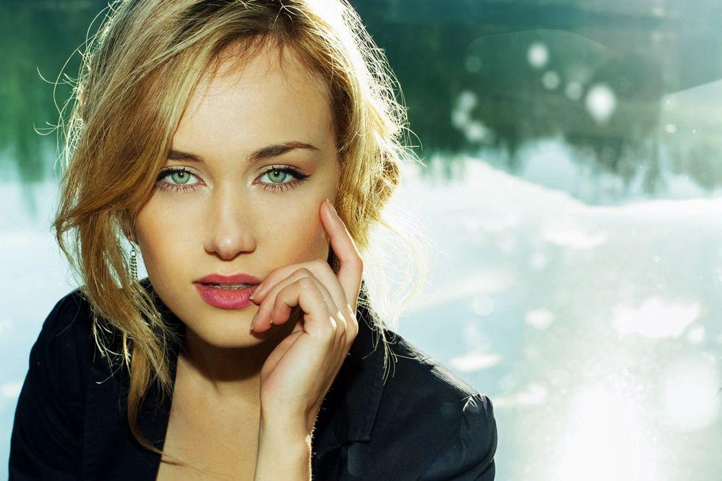 girl blonde portrait face vzgA wallpaper