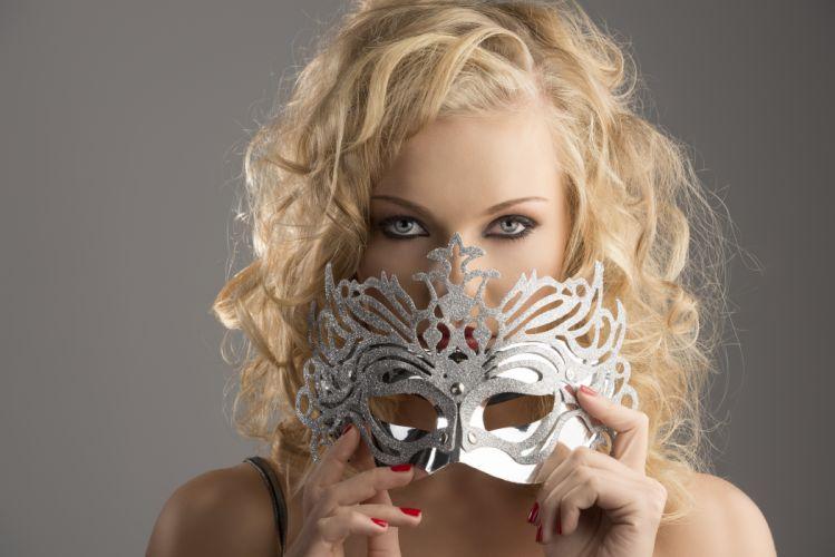 Blonde girl mask eye wallpaper