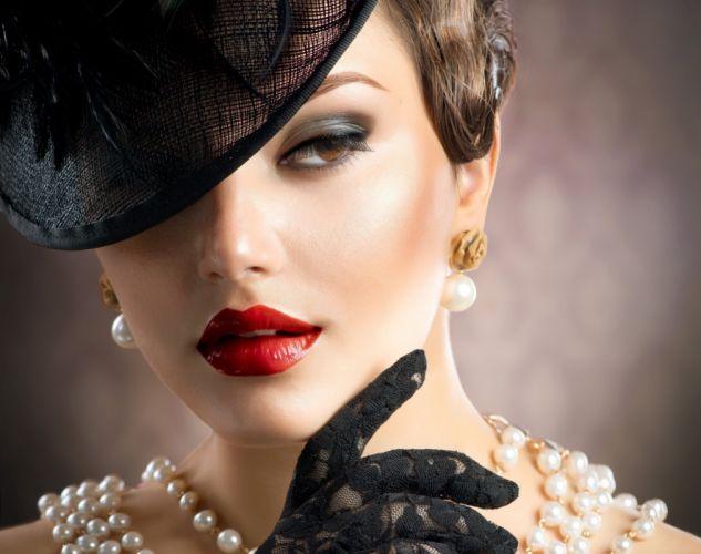 style retro girl makeup lipstick eyes eyelashes hat gloves necklaces wallpaper