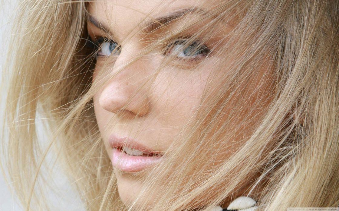 blonde girl with blue eyes-wallpaper-2560x1600 wallpaper