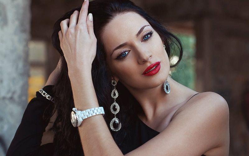 face brunette jewelry woman model wallpaper