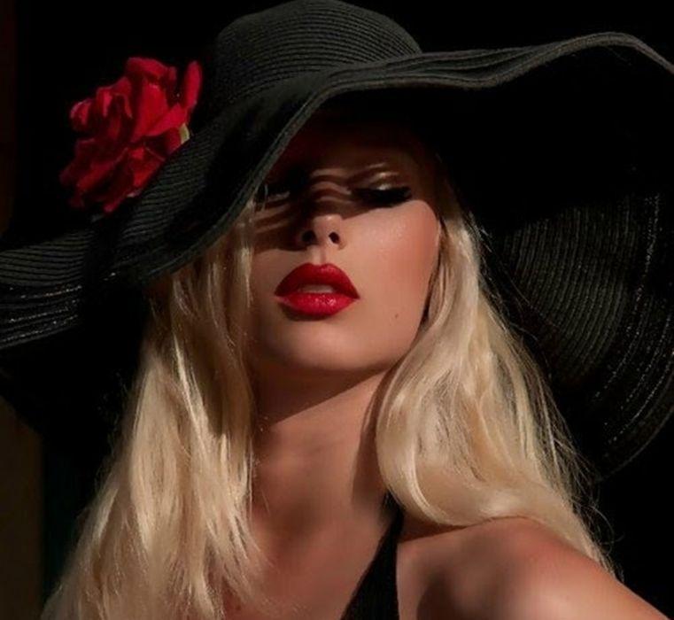 red flower fashion hat lips wallpaper