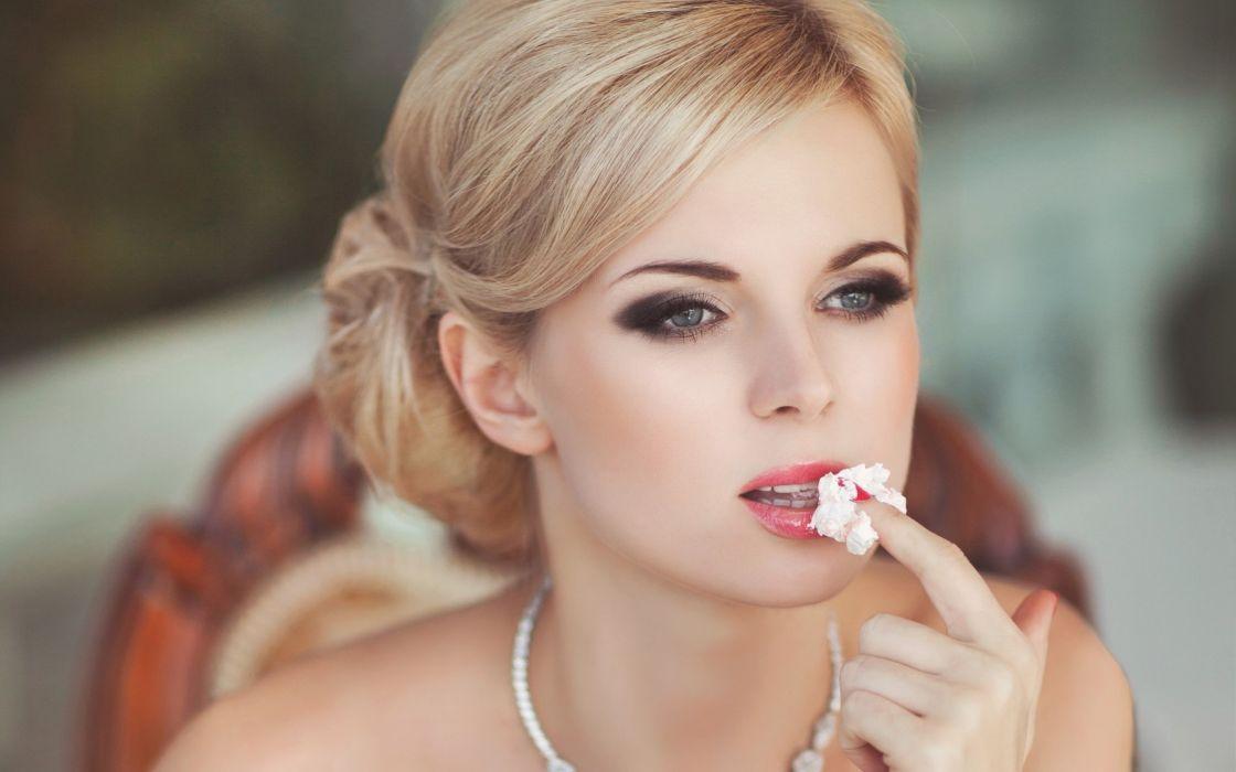 blond finger style ice cream Girl wallpaper
