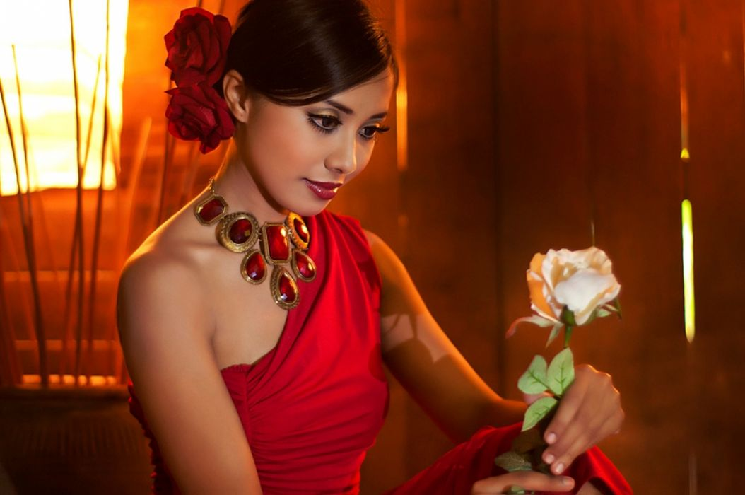 beautiful lady red dress stare face present eyes love necklace red roses amazing lips white rose gift beauty precious wallpaper