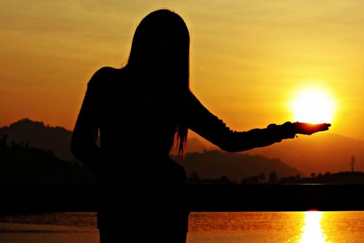 golden girl silhouette sunset night wallpaper