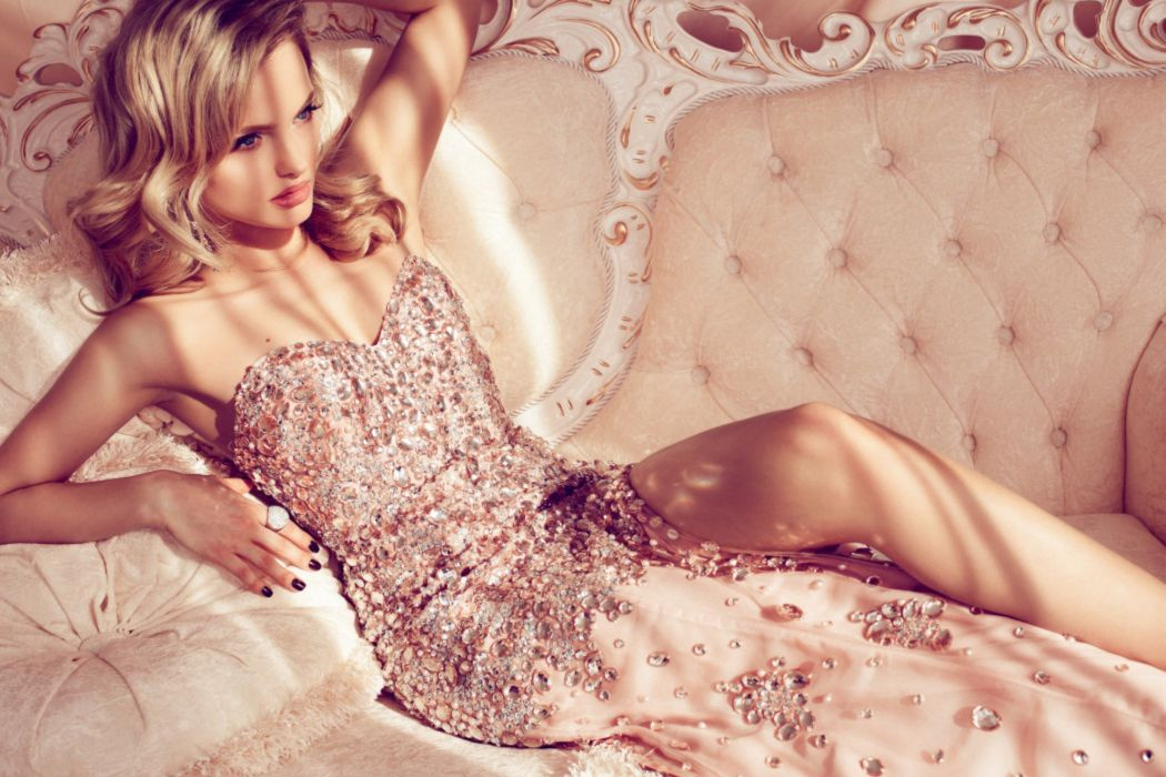 femininity blonde sensual pose beauty gorgeous look wallpaper