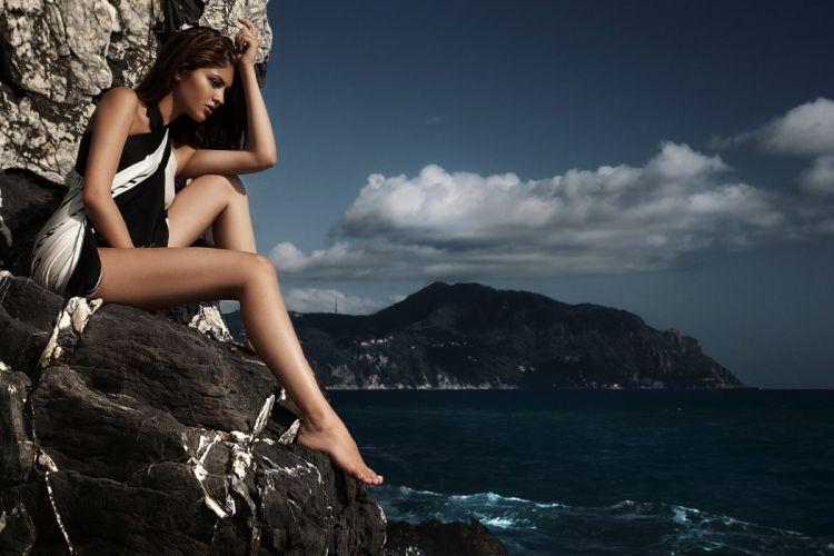 Girl Fashion Model Moda Sea Shooting wallpaper