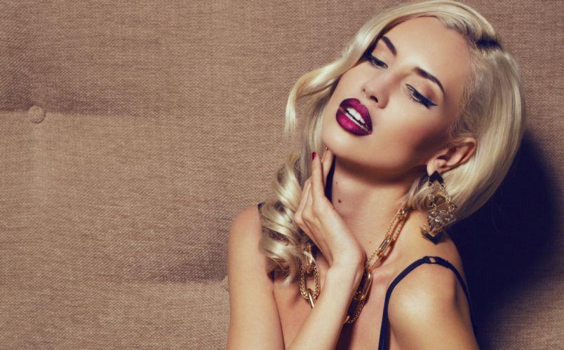 girl blonde makeup eyelashes jewelry earrings hand strap wallpaper