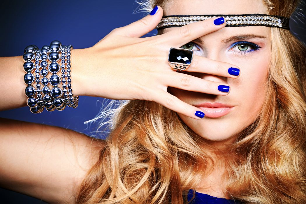 girl makeup model blonde eyes hand nail polish rings bracelets ornaments wallpaper