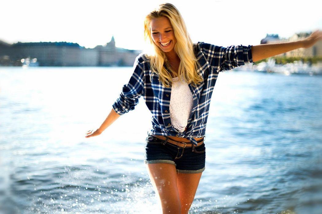 water blonde model woman smile wallpaper