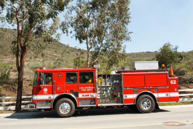 ambulance boat camion cars emergency fire Los-Angeles-fire-departments medic pompier rescue suv truck USA helicopters boats sea Californie california wallpaper