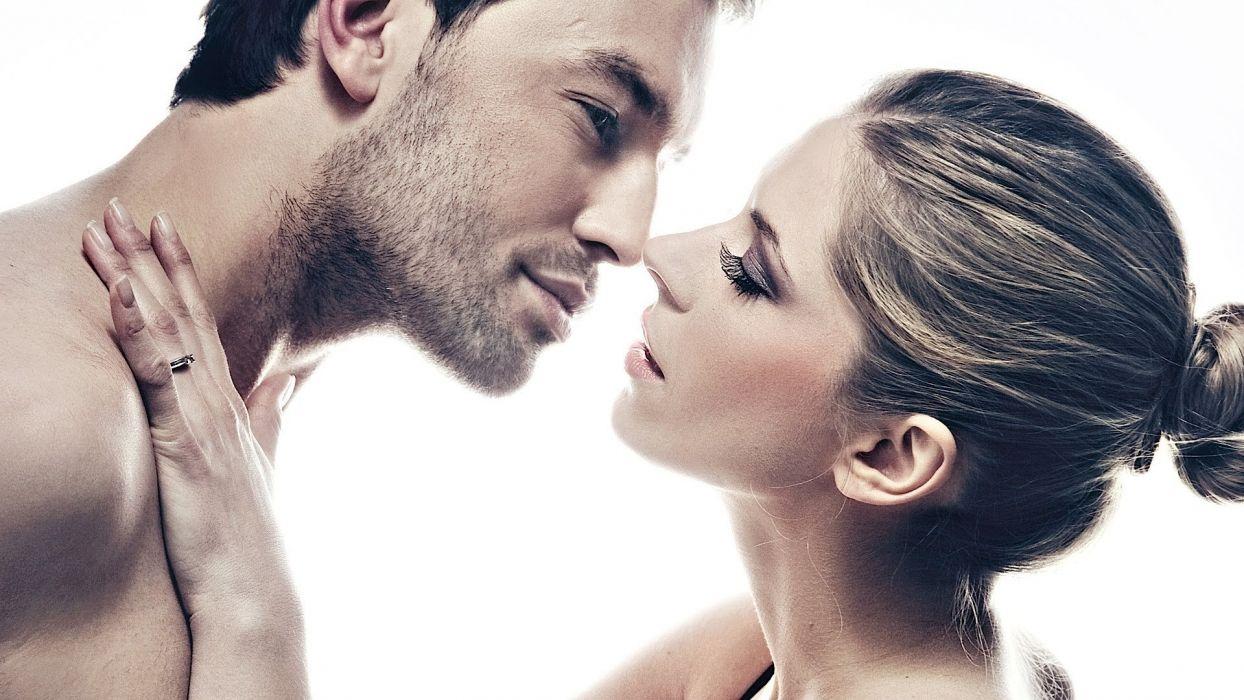 kissing kiss mood love sexy wallpaper