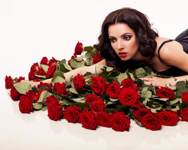 red - roses - women wallpaper